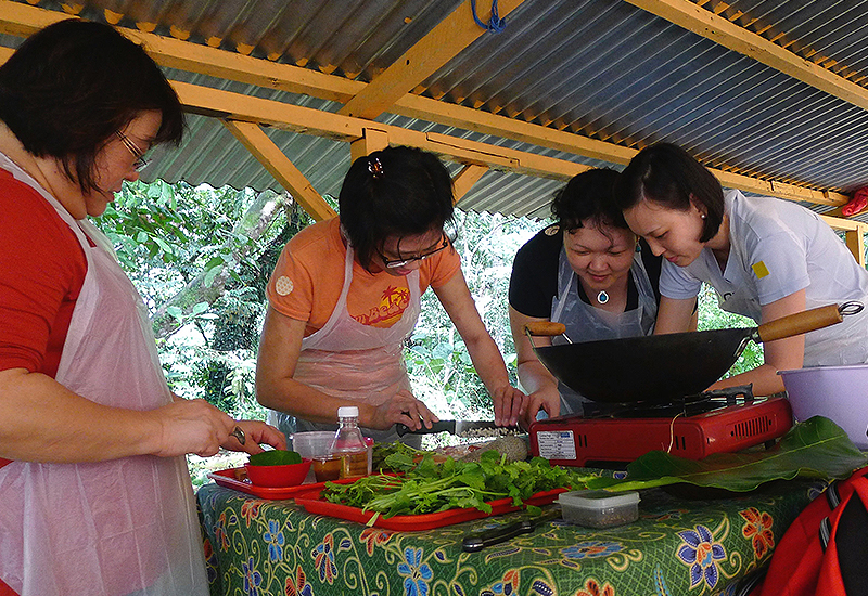 Cooking Class Singapore | Learn to Cook in a Local Home Kitchen